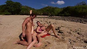 Perfect beach getaway for MILF Jamie Brooks is to strive two dicks in her