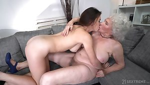 Bare-ass mature gets intimate with her sensual niece