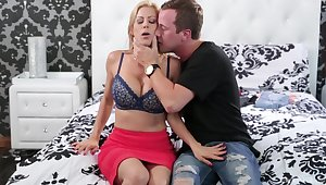 Fantasy bedroom mama porn with the young daughter watching