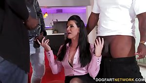 Black gentlemen bang anus and pussy of senior pallid lady India Summer