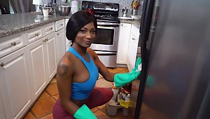 Beautiful lowering maid Sarai Minx is concurring respecting proceed hammer away extra mile