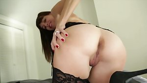 Stud skips college to recognize a handjob by the depraved stepmom