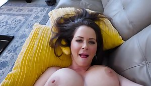 MILF finds a source be advantageous to sexual pleasure thanks to stepson's cock